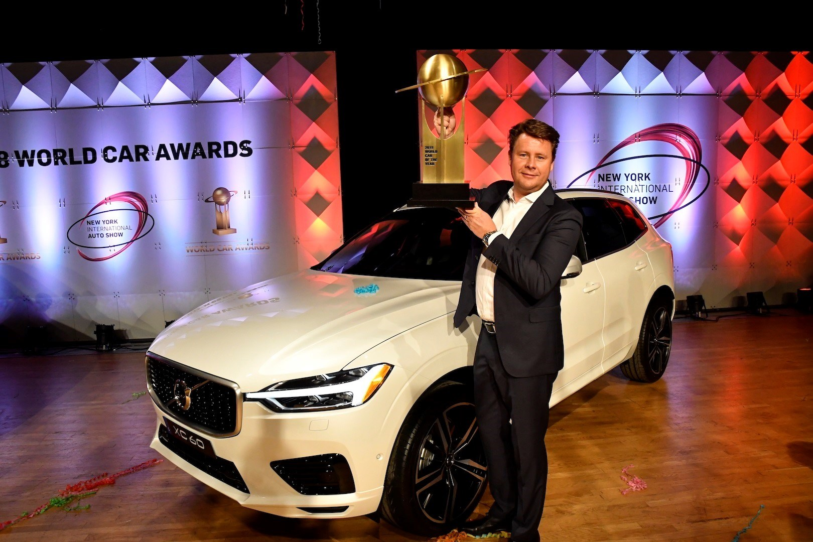 226791 Volvo XC60 wins World Car Of The Year